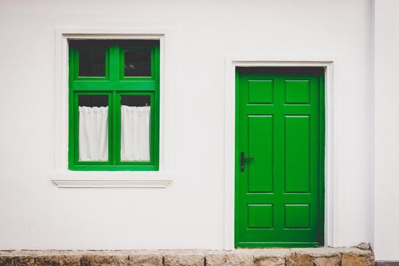 Ali so okna iz lesa še vedno v modi?