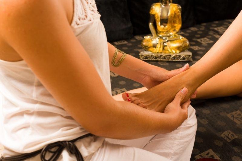 Zakaj je refleksna masaža stopal tako prijetna in učinkovita?